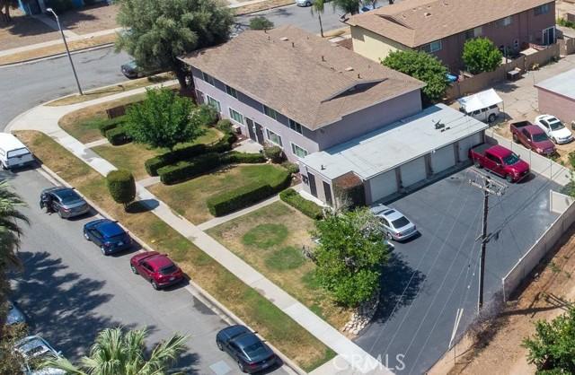 135 Cook Street, Redlands CA: http://media.crmls.org/medias/dda34d19-e4b3-4f51-bf51-77ab4d331d78.jpg