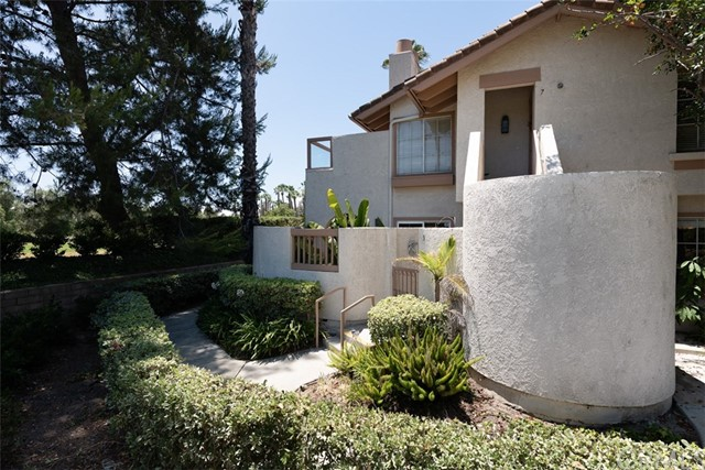 24392 Acaso, Laguna Hills CA: http://media.crmls.org/medias/ddad7fca-d223-4c92-b54d-19c862e5986b.jpg