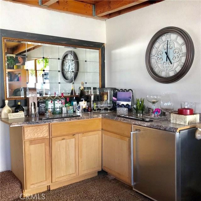 1011 W Citron Street, Corona CA: http://media.crmls.org/medias/ddba2dcd-25f8-4625-8c00-79da5a0e6e39.jpg