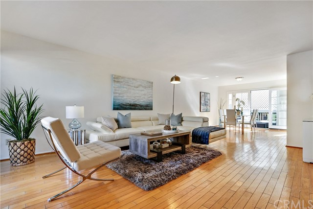 Townhouse for Sale at 1002 4th Street Unit 5 1002 4th Street Santa Monica, California 90403 United States