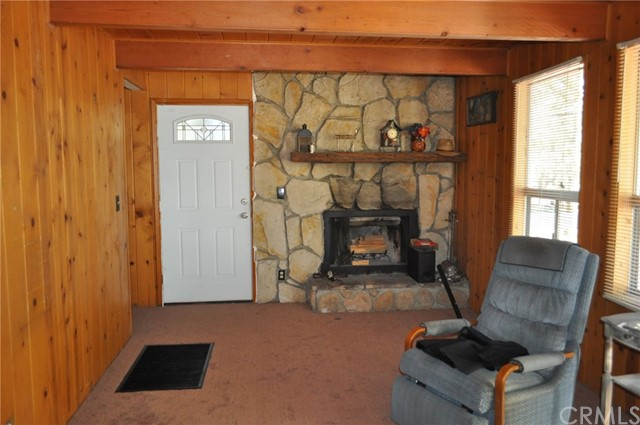 39925 Deer Lane, Big Bear CA: http://media.crmls.org/medias/ddf8a1dc-df97-46e3-b2fb-f1cc7c1a1173.jpg