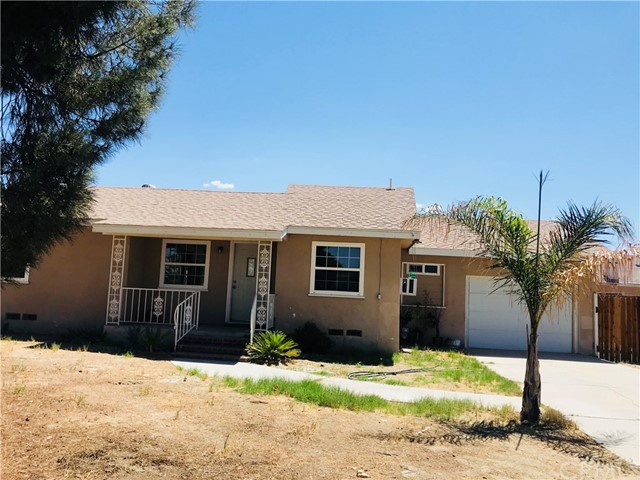 215 S Vernon S Avenue, San Jacinto CA: http://media.crmls.org/medias/de0df3e8-a367-444d-b3ec-19d6831b462e.jpg
