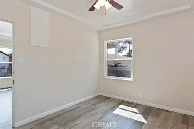 817 W 90th St, Los Angeles CA: http://media.crmls.org/medias/de2370a2-3820-48f1-ae65-f820907443d1.jpg