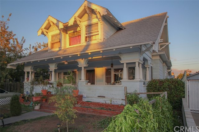 Single Family Home for Sale at 711 Broadway S Santa Ana, California 92701 United States