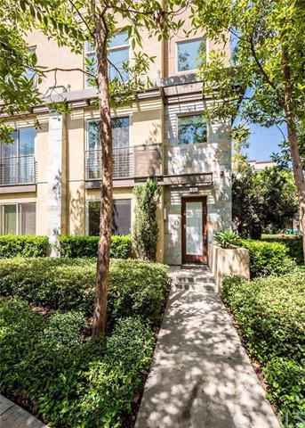 11 Delancy , CA 92612 is listed for sale as MLS Listing OC18180902
