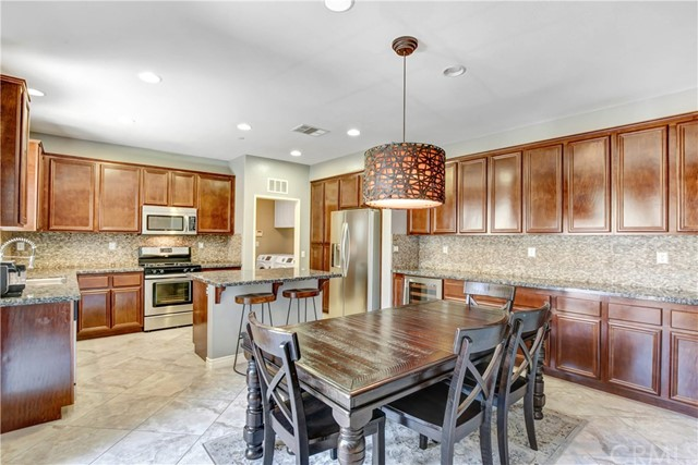 8681 Yellow Tail Place, Rancho Cucamonga CA: http://media.crmls.org/medias/de27b685-51ee-4734-bcc3-45c088035e91.jpg