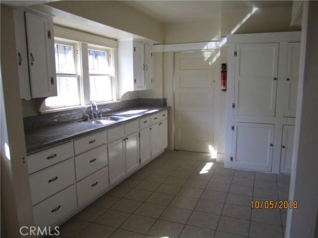 1844 West 38th Place, Los Angeles CA: http://media.crmls.org/medias/de348643-1e9d-45ab-a787-560ed73d99d1.jpg