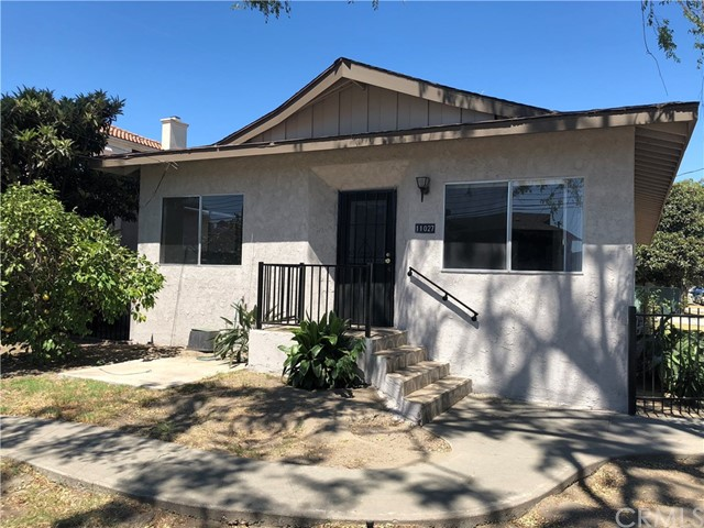 11027 Old River School Road, Downey CA: http://media.crmls.org/medias/de6f8b91-6f63-4c55-9364-f385e4c8a1f1.jpg