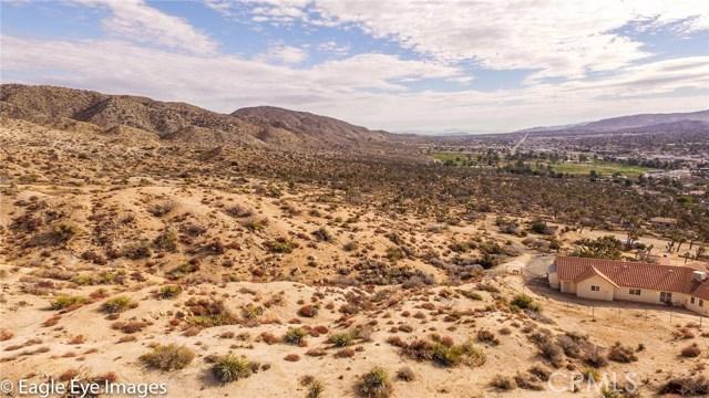 7400 Fairway Drive, Yucca Valley CA: http://media.crmls.org/medias/de7893c3-e3a9-4bb5-97e7-00638058b1cc.jpg