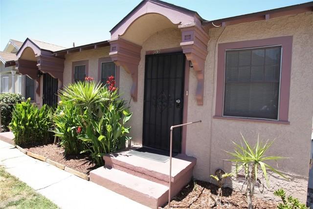 601 W 74th Street, Los Angeles CA: http://media.crmls.org/medias/de79b4b9-e805-4138-baba-f78548512386.jpg