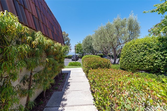 82 Cresta Verde Drive, Rolling Hills Estates CA: http://media.crmls.org/medias/de98336b-8ad2-419a-8bfd-0047dcfb1036.jpg