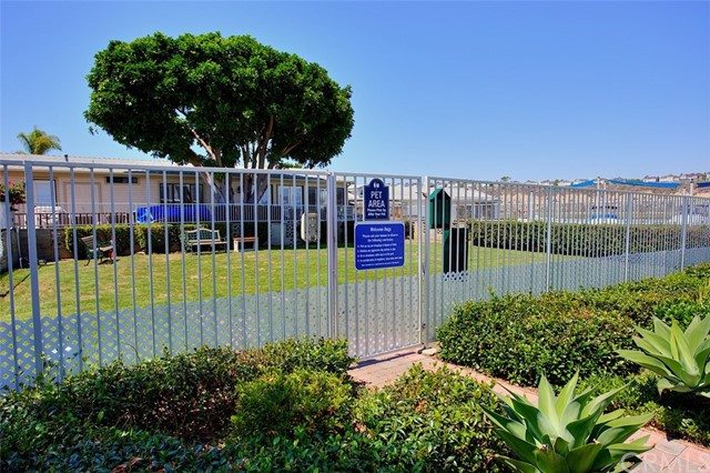 242 Lexington Circle, Newport Beach CA: http://media.crmls.org/medias/de9d69bf-8664-4529-b28a-2c87b53c9771.jpg