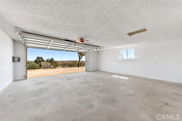 230 Delgada Avenue, Yucca Valley CA: http://media.crmls.org/medias/dea82a0a-8b61-4633-8215-06b2e0be21fd.jpg