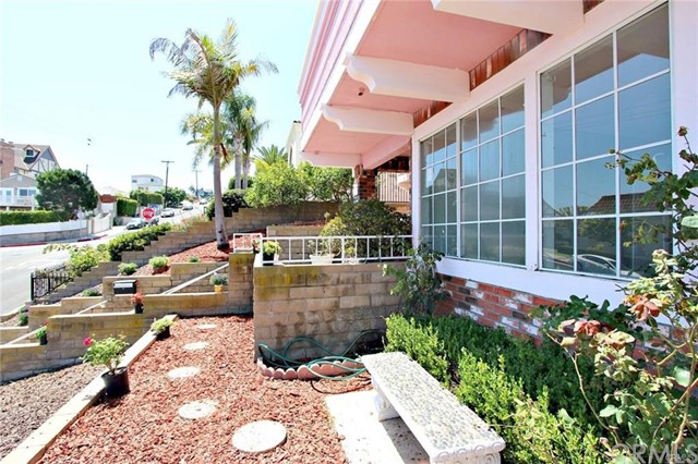 Single Family Home for Sale at 2031 S Cabrillo Avenue 2031 S Cabrillo Avenue San Pedro, California 90731 United States