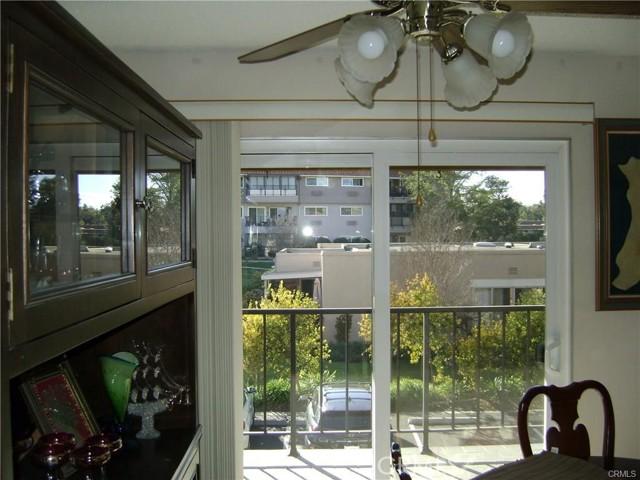 2337 Avenida Sevilla, Laguna Woods CA: http://media.crmls.org/medias/dedcff6d-ab71-4e42-9395-9cc10cb9c4e1.jpg