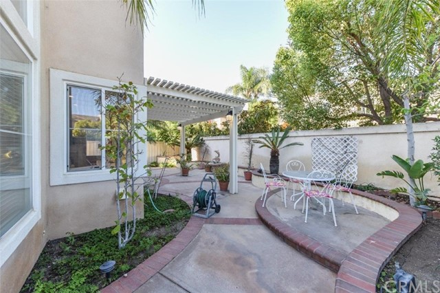1 Calavera, Irvine CA: http://media.crmls.org/medias/dee29e07-f97f-417b-86bc-96a33b528400.jpg