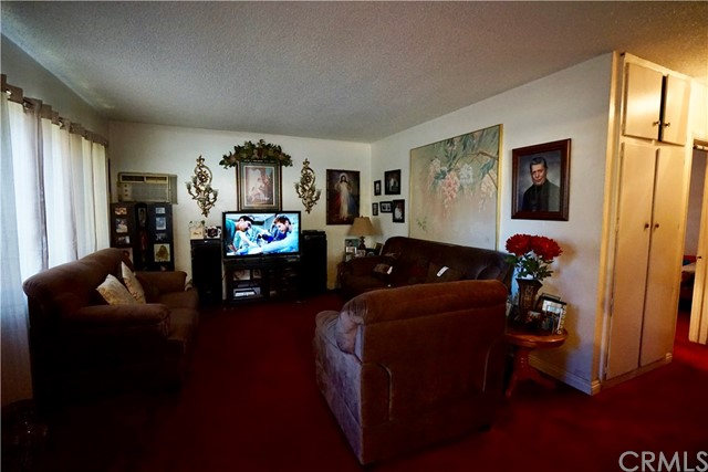 395 W Grand Avenue, Pomona CA: http://media.crmls.org/medias/def23d3f-0498-40b7-9246-8620101749ee.jpg