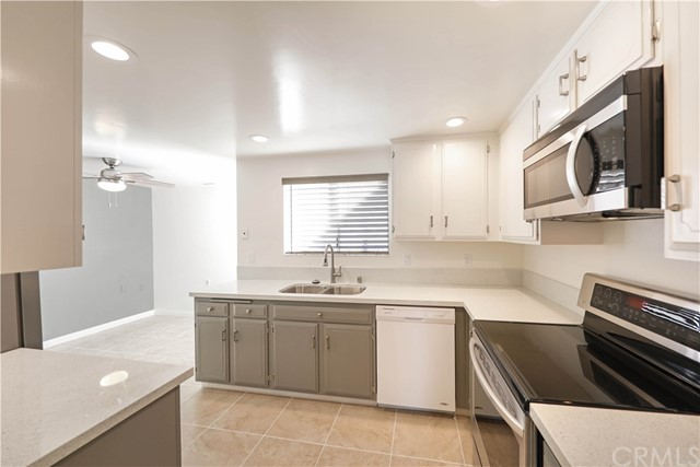 Detail Gallery Image 1 of 15 For 3243 San Amadeo #3E, Laguna Woods, CA 92637 - 3 Beds | 2 Baths