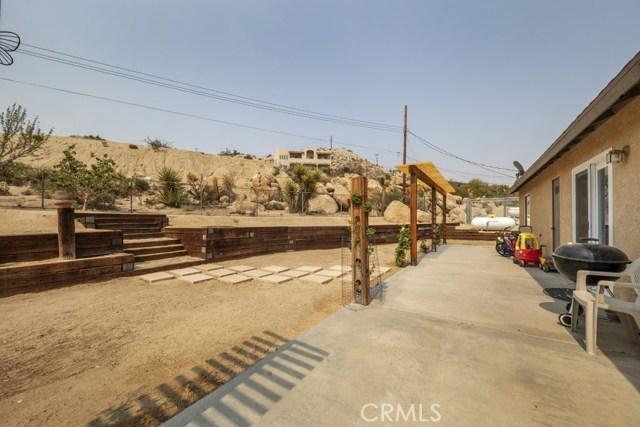 57490 Redondo Street, Yucca Valley CA: http://media.crmls.org/medias/df1a1089-1fcd-41b0-ab69-9275fb08bcaa.jpg