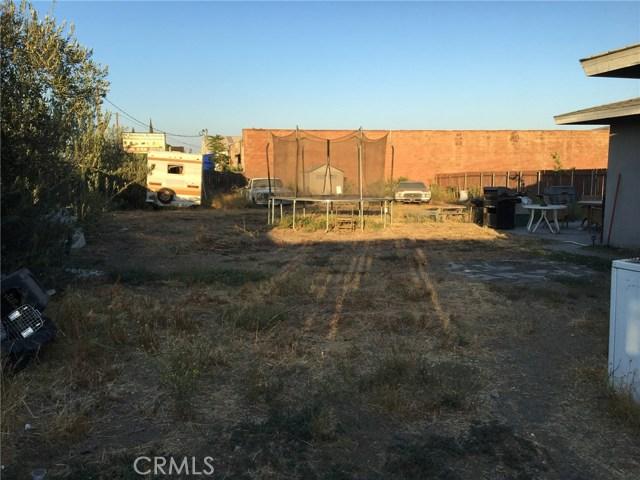 10409 Hemlock Avenue, Fontana CA: http://media.crmls.org/medias/df4ed23b-66c3-4e8c-bb53-fc6deeae972e.jpg