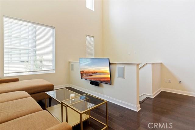 513 Rockefeller, Irvine CA: http://media.crmls.org/medias/df60f94e-ee0d-4a96-9947-4b0018421a6a.jpg