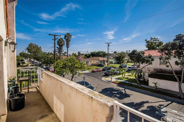 4767 W 138th Street, Hawthorne CA: http://media.crmls.org/medias/df69d0ef-553f-4ec9-b0f2-57f230f3ee48.jpg