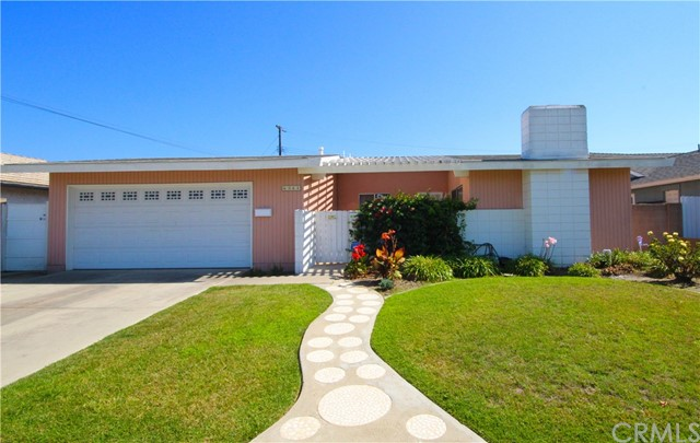 6562 Paris Circle, Huntington Beach CA: http://media.crmls.org/medias/df7324f1-eec1-48e7-800d-b5954bab2f20.jpg