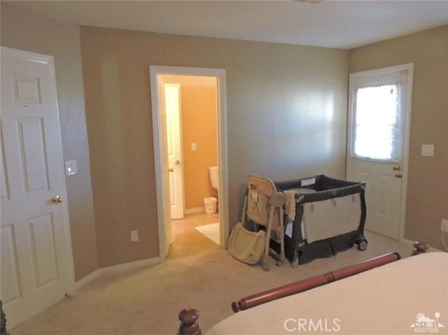 57130 Selecta Avenue, Yucca Valley CA: http://media.crmls.org/medias/dfa5b9b8-d6e9-4504-b15c-ddb408dde93e.jpg