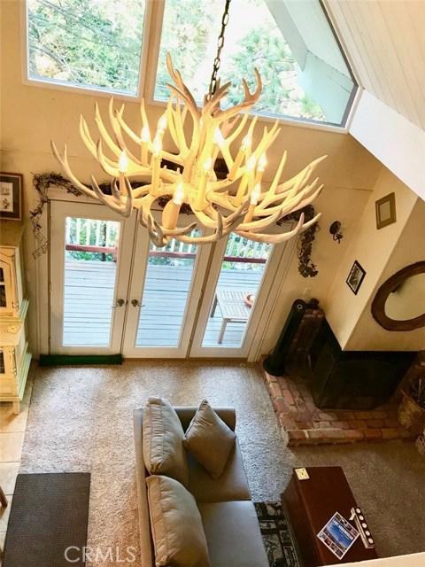 875 Brentwood Drive, Lake Arrowhead CA: http://media.crmls.org/medias/dfb0f556-2370-4d71-9431-cd58e0108a74.jpg