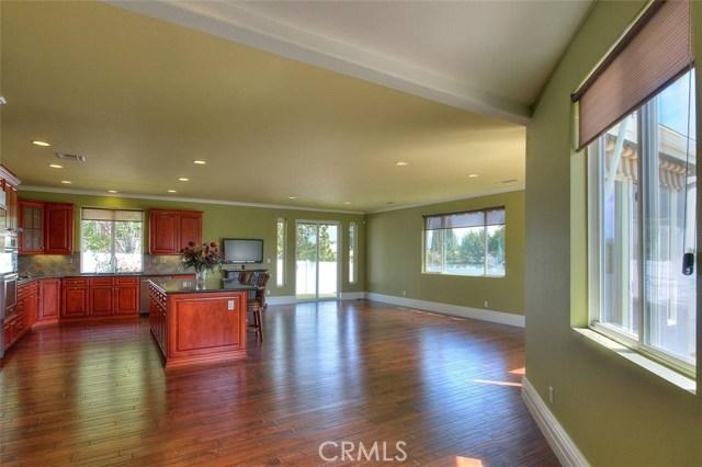 3186 Riverside Terrace, Chino CA: http://media.crmls.org/medias/dfbfd6cb-e7d1-4a9f-b263-c111dbb5549d.jpg