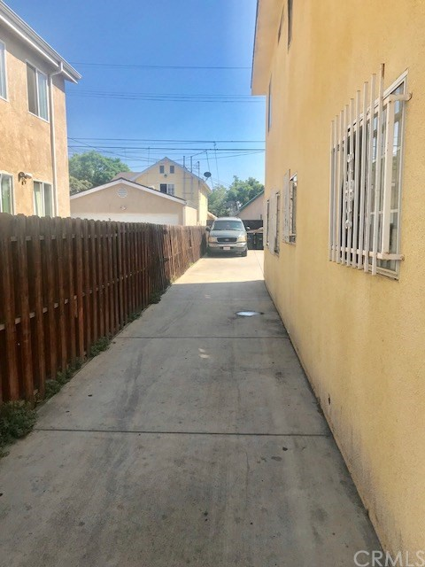 148 W 42nd Place Los Angeles, CA 90037 - MLS #: MB18185102