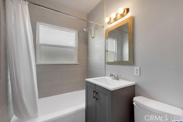 1404 1408 5th Street, Glendale CA: http://media.crmls.org/medias/dfffa2bf-e8a5-402b-be98-594e9f26a413.jpg