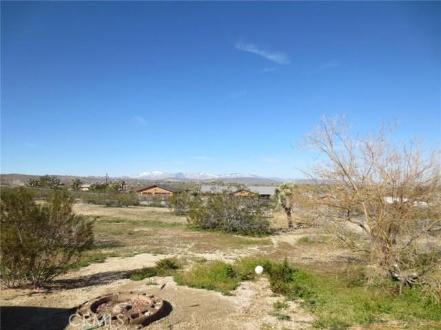59510 Sunflower Drive, Yucca Valley CA: http://media.crmls.org/medias/e0002fda-7525-48b0-8322-332b674a33dd.jpg