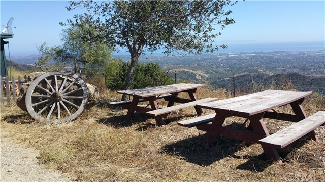 2007 N San Marcos Road, Santa Barbara CA: http://media.crmls.org/medias/e002dcc8-a29f-43d3-a5b9-e061783d112b.jpg