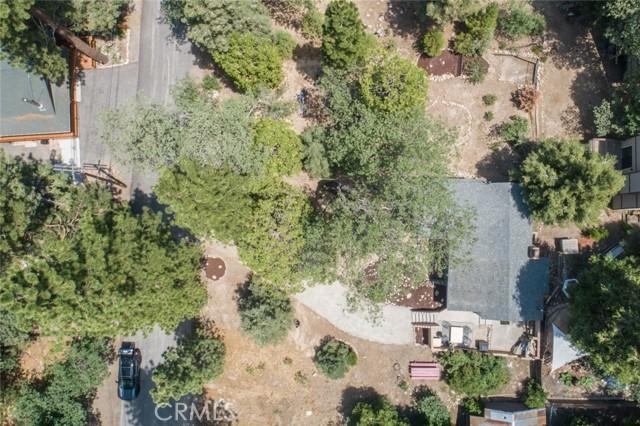2427 Spruce Drive, Running Springs CA: http://media.crmls.org/medias/e0212516-6cd3-45f5-9f1a-a79e8ddf42cc.jpg