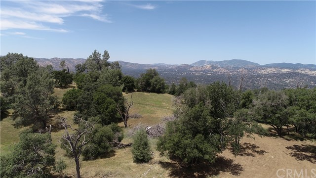 80 Lookout Mountain Road, Mariposa CA: http://media.crmls.org/medias/e0419542-a10d-484d-b01c-12e93d3eb2c2.jpg