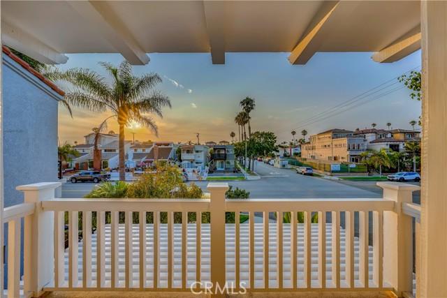 528 14th Street, Huntington Beach CA: http://media.crmls.org/medias/e073a222-7f8b-4707-9173-7da5d2dc624d.jpg
