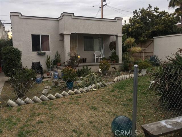 1927 Cedar Avenue, Long Beach CA: http://media.crmls.org/medias/e08257d5-6b5e-4592-bc54-120c1d69c87b.jpg