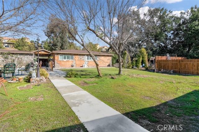 24421 Jefferson Avenue, Murrieta CA: http://media.crmls.org/medias/e0896077-2e40-46ed-88ec-4a31cf503ca7.jpg