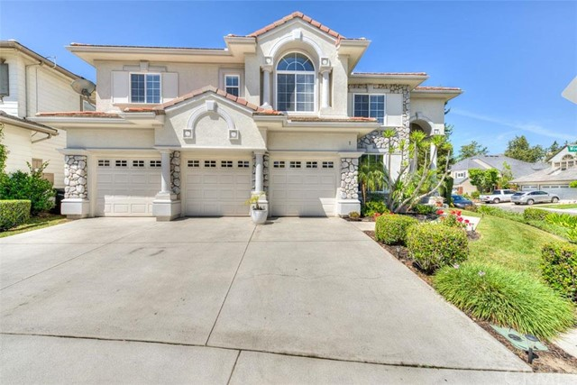 Single Family Home for Sale at 1 Woodbridge St Rancho Santa Margarita, California 92679 United States
