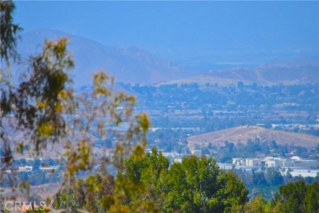 17852 Spring Hill Way, Riverside CA: http://media.crmls.org/medias/e0ad771b-2709-4535-aac2-be57bfc65d42.jpg