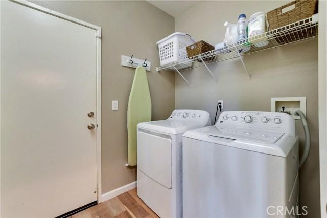 14975 S Highland Avenue, Fontana CA: http://media.crmls.org/medias/e0b77366-3f83-49b7-95c4-ec5a0fb8999e.jpg