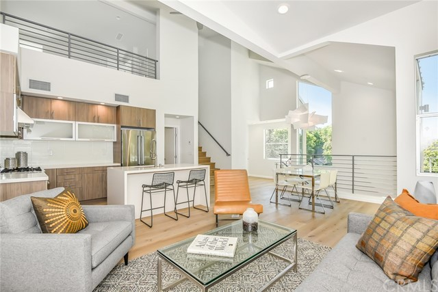 Townhouse for Sale at 1803 16th Street 1803 16th Street Santa Monica, California 90404 United States