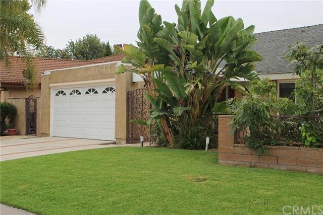 Single Family Home for Sale at 206 Sierra Drive W Santa Ana, California 92707 United States