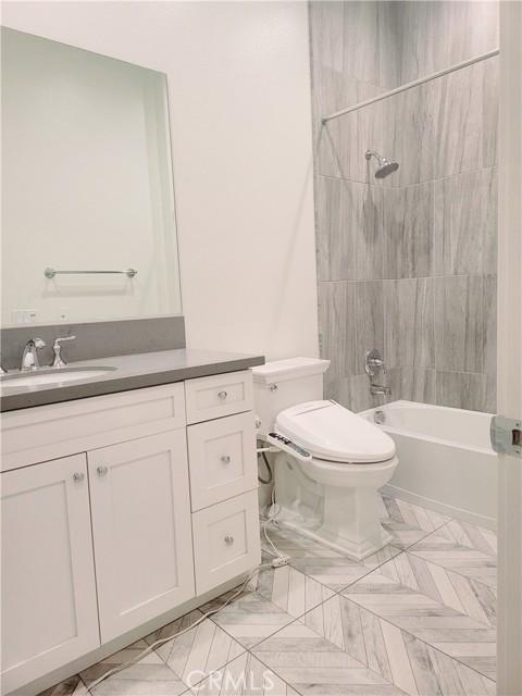 卧房个数: 5, 浴室个数 : 5.5