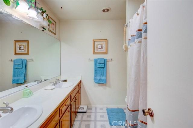 13715 Cerise Avenue, Hawthorne CA: http://media.crmls.org/medias/e0d0c4d9-61a6-4727-808e-f926751089e3.jpg