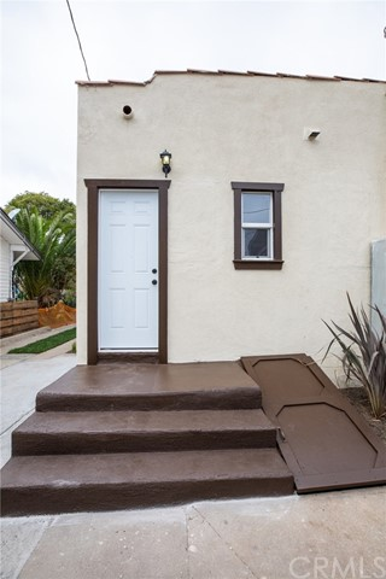 302 S Lucia Avenue, Redondo Beach CA: http://media.crmls.org/medias/e10c37aa-ce39-43bf-9236-6a8b44f44481.jpg