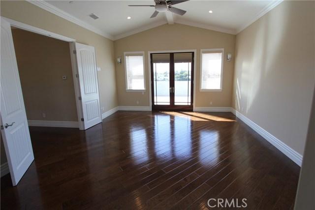 21841 Ocean Avenue, Torrance CA: http://media.crmls.org/medias/e1115f26-5951-4f98-92df-ab3ec1954cea.jpg