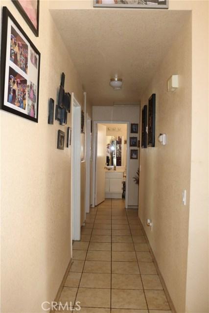 10695 Moorfield Street, Adelanto CA: http://media.crmls.org/medias/e1268fad-7916-4059-9d2a-7b1edbbd3802.jpg