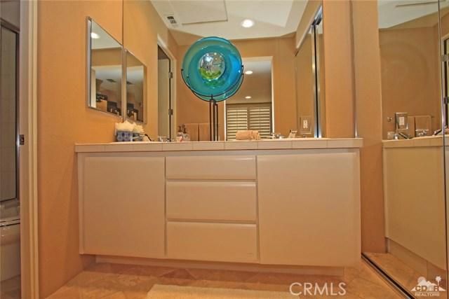 104 Loch Lomond Road, Rancho Mirage CA: http://media.crmls.org/medias/e128a561-764d-4d8f-8541-f41ad45307a7.jpg
